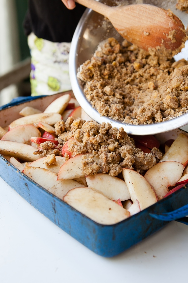 White Peach Crisp with a Brown Butter Crumble // www.acozykitchen.com
