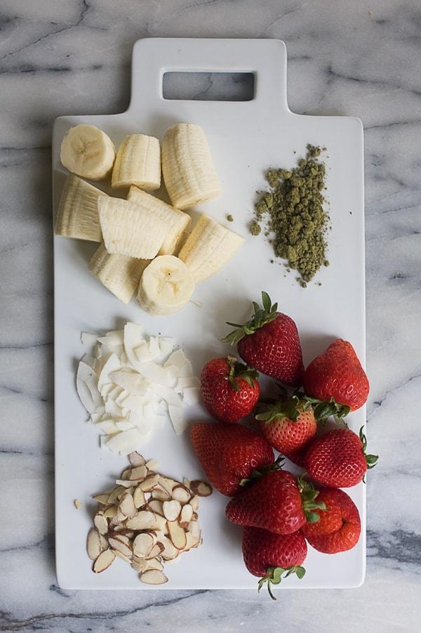 Almond Strawberry Smoothie Bowl // www.acozykitchen.com